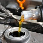 Het oliepeil van je wagen controleren in zes stappen